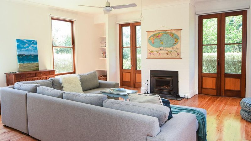 Mendi-Moke - Renovated beach house walking distance to beach, shops and restaura, holiday rental in Flinders