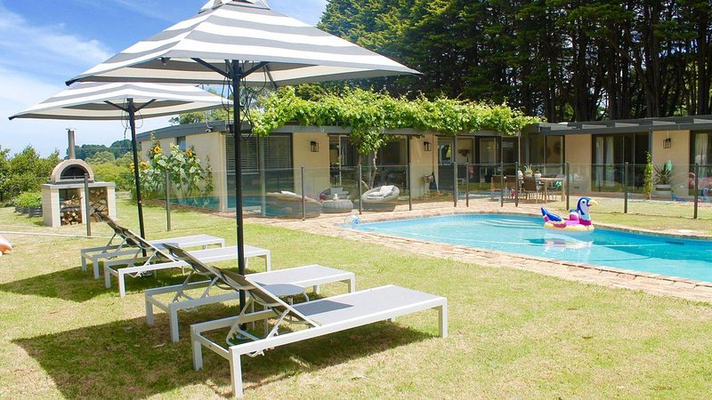 Ocean View House - Solar Heated Pool and Pet Friendly, holiday rental in Red Hill