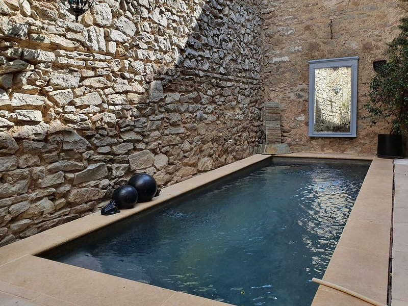 Modern Holiday Home in Olonzac with Private Swimming Pool, alquiler vacacional en Beaufort