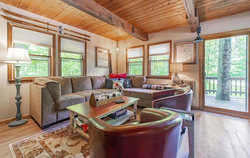 Chalet for All Seasons-5 minute drive to Boyne Mountain Ski Resort, alquiler de vacaciones en Wolverine