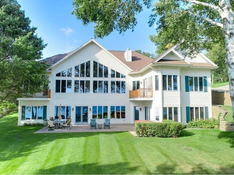 Stunning Executive Cottage on Lake Koronis, alquiler de vacaciones en Richmond