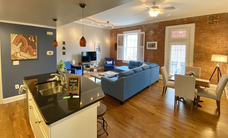 1/2 Block From Main Street In The Heart Of Downtown, vacation rental in Greenville