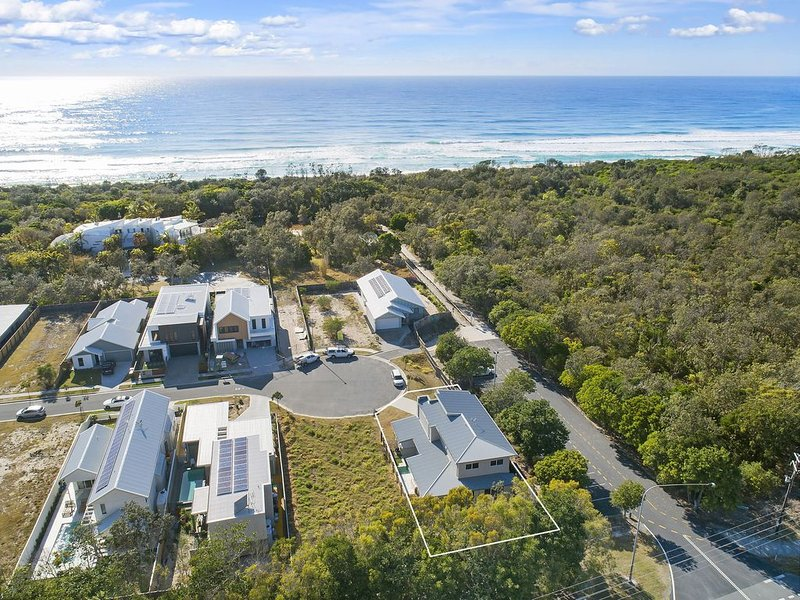 'PRIZE HOME' - 2 min walk to beach, holiday rental in Duranbah