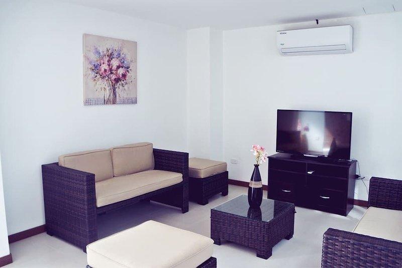 Hermosa casa contemporanea con Piscina, holiday rental in Carara