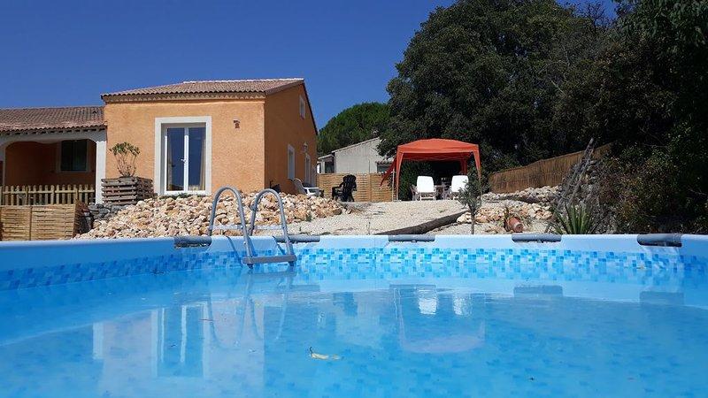 LA ROCAILLE... SUD DE LA FRANCE: MAISON AVEC PISCINE ET JARDIN, holiday rental in Cannes-et-Clairan