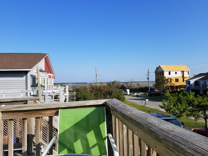 3BR- 2Bth house on quiet street,  5 minutes from beach access .Sound views, alquiler de vacaciones en Jacksonville