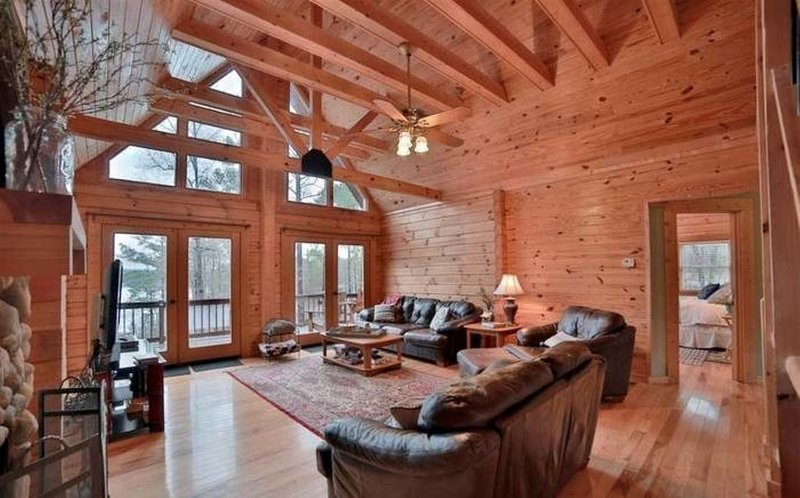 Lakefront Log Cabin with a Million-Dollar View, holiday rental in Wedowee