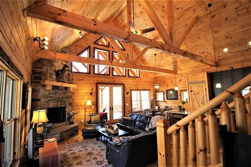 Nature lover's PARADISE. Loaded with hilly hiking trails & creeks. Upscale Cabin, vacation rental in Fairview