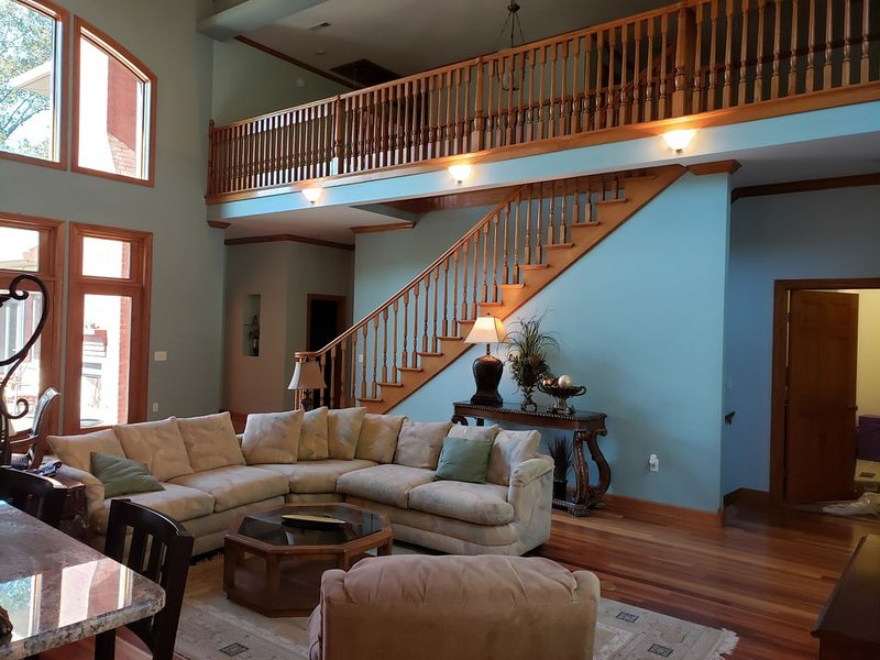 Lake Front Luxurious home - TN river access, holiday rental in Linden
