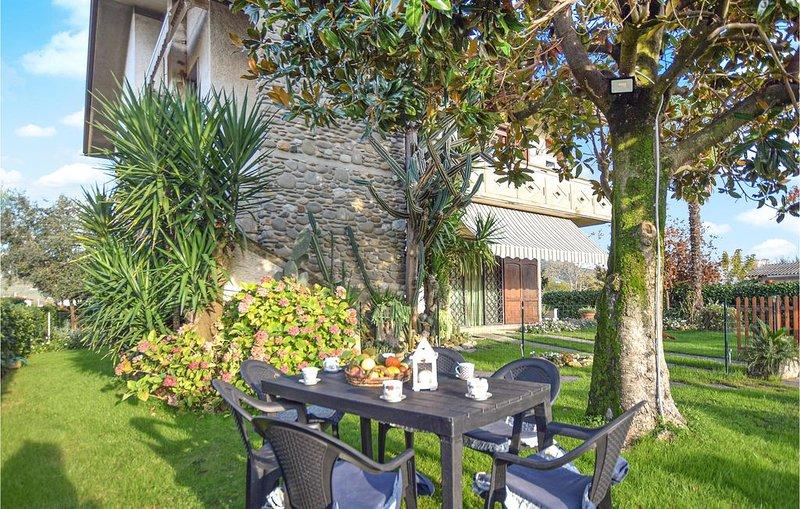 3 Zimmer Unterkunft in Capezzano Pianore, holiday rental in Capezzano Pianore