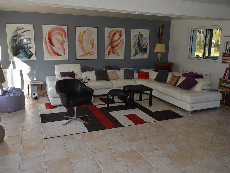 Magnifique villa 14 personnes piscine chauffée, sauna, jacuzzi, sans vis à vis, vacation rental in Sainte-Colombe-sur-Loing