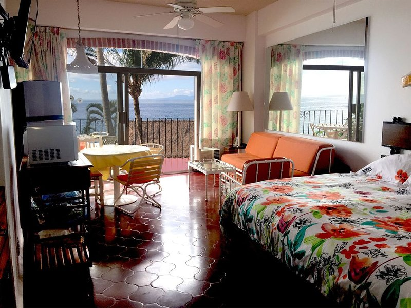 Amazing Beach, Incredible View, Away From the Crowd, Close to Old Town Vallarta, holiday rental in Boca de Tomatlan