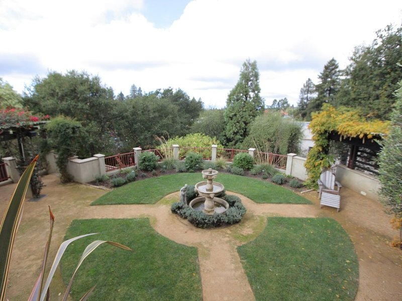 Quiet, Elegant Apartment With Beautiful Views & Terraced Gardens, alquiler de vacaciones en Oakland