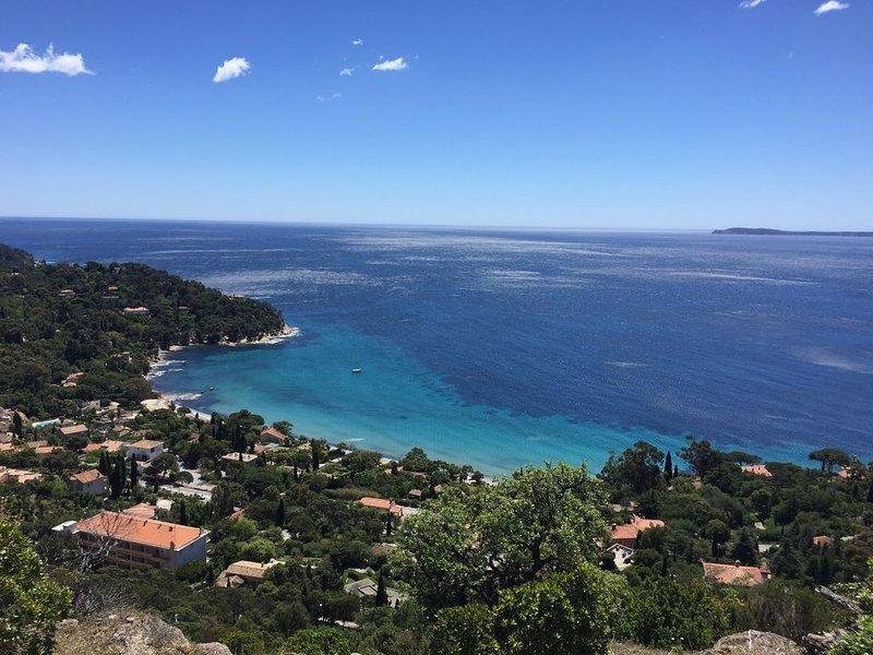 Rayol Villa  avec piscine et belle vue mer sur l'île du levant, casa vacanza a Rayol-Canadel-sur-Mer