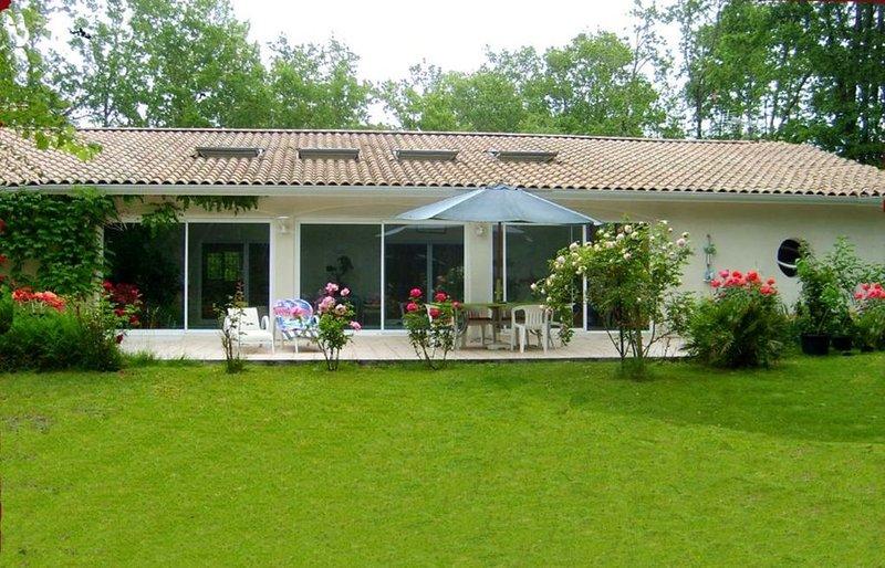 Les Bergeronnettes, Villa avec piscine intérieure au coeur de la nature, location de vacances à Talais