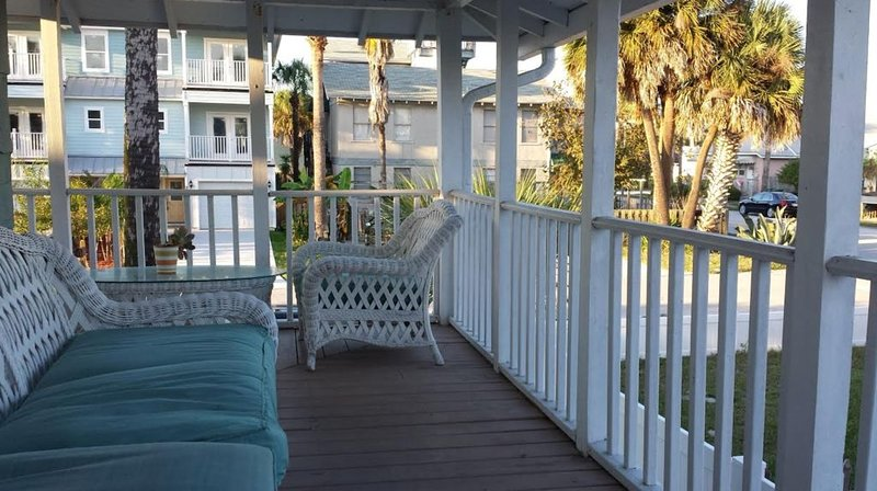 Palm Trees and Ocean Breeze!, holiday rental in Jacksonville Beach