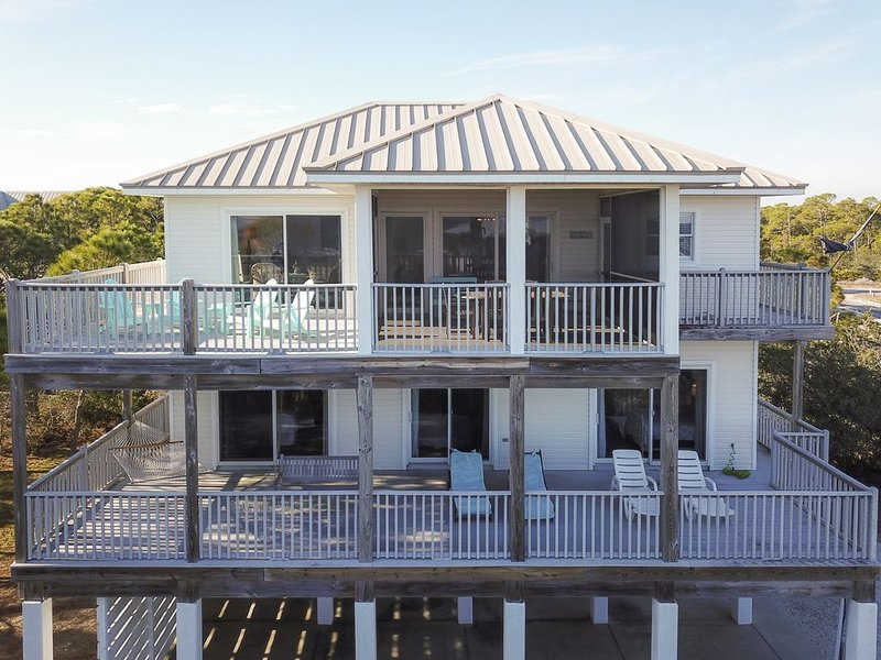Beautifully Renovated Plantation 1st Tier Home W/ Elevator and Gulf Views, holiday rental in Apalachicola
