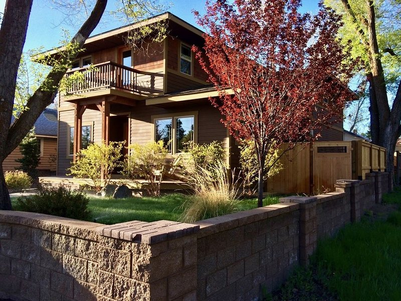 Fantastic West Side! Drake Park. Hot Tub. Weeknight Special $195 night., holiday rental in Central Oregon