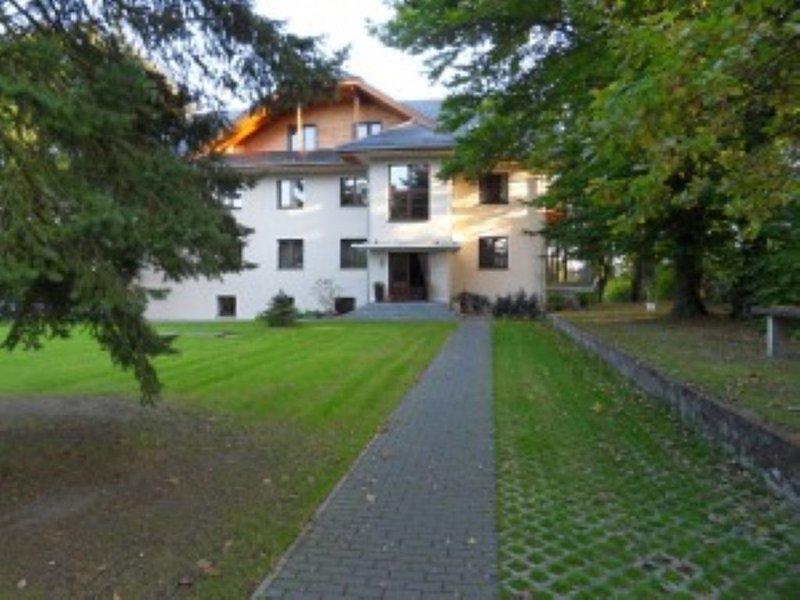 Ferienwohnung Wilde Rose im Gästehaus Bergvilla, vacation rental in Brandenburg City