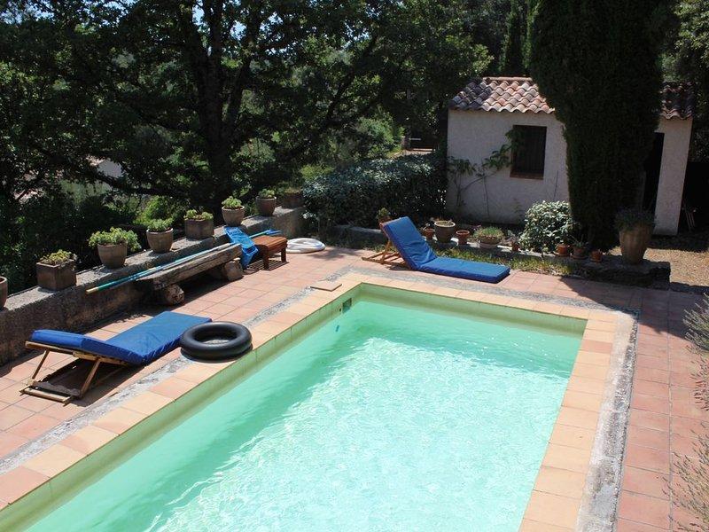Maison de campagne 150 m2 avec Piscine privée pour 6 pers Terrain boisé 7000m², holiday rental in Signes