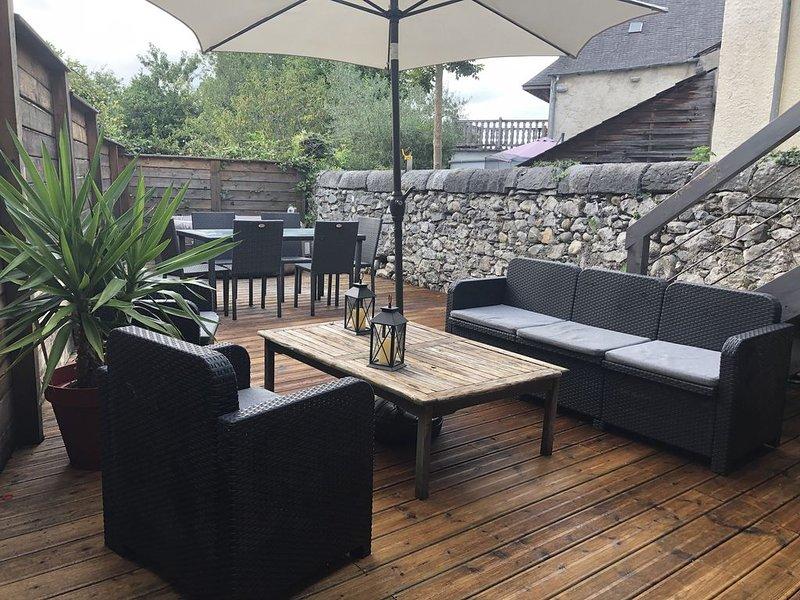 Maison de vacance  à la montagne en vallée d'OSSAU/Gourette. Terrasse bois., holiday rental in Buzy