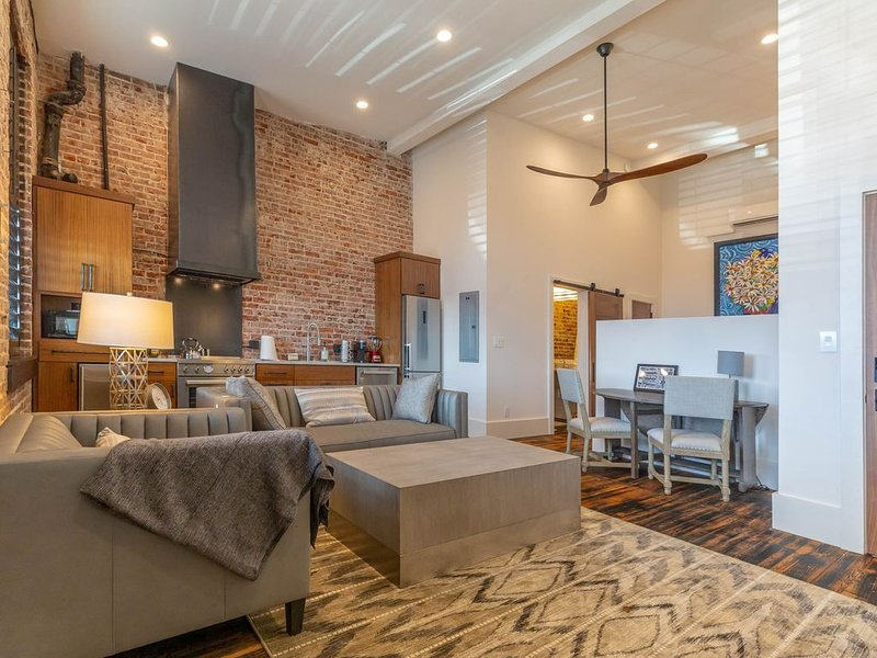 Enjoy Lower Fall Rates in our Dowtown Morganton Loft  w/ Original 1900's Charm!, alquiler vacacional en Connelly Springs