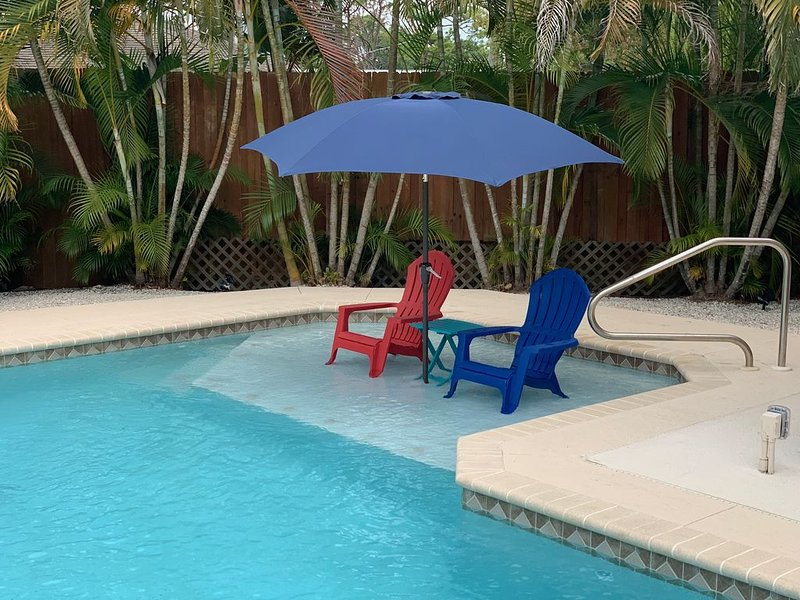 NEW! Englewood Home 3 Blocks from Mannasota Beach with heated pool, casa vacanza a Englewood