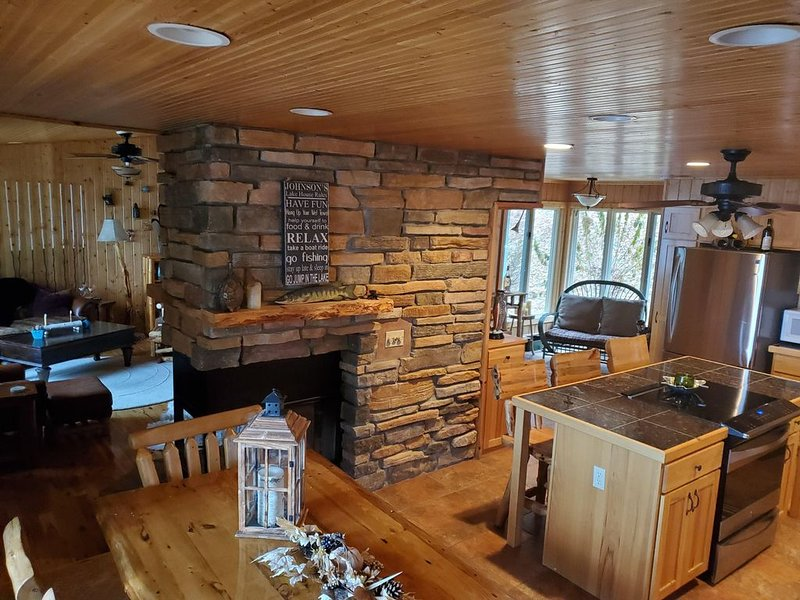 Newly Remodeled, Private Family Cottage on 2.6 Acres, 300' frontage, Sleeps 13, vacation rental in Shell Lake