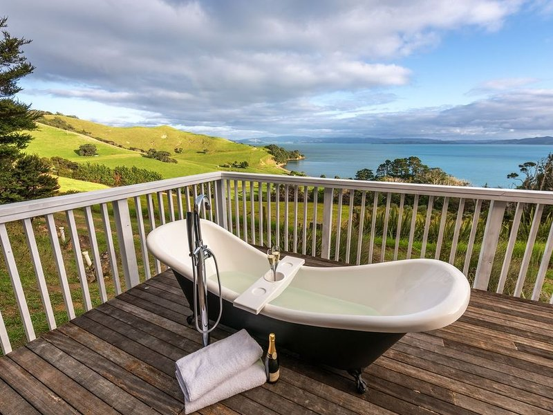 Woodside Bay Cottage - Waiheke Holiday Home, casa vacanza a Clevedon