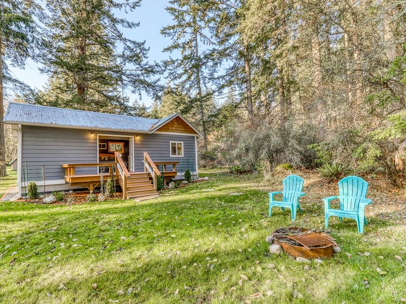 New listing! Secluded cottage w/ kitchenette, Free WiFi, & firepit!, holiday rental in Freeland