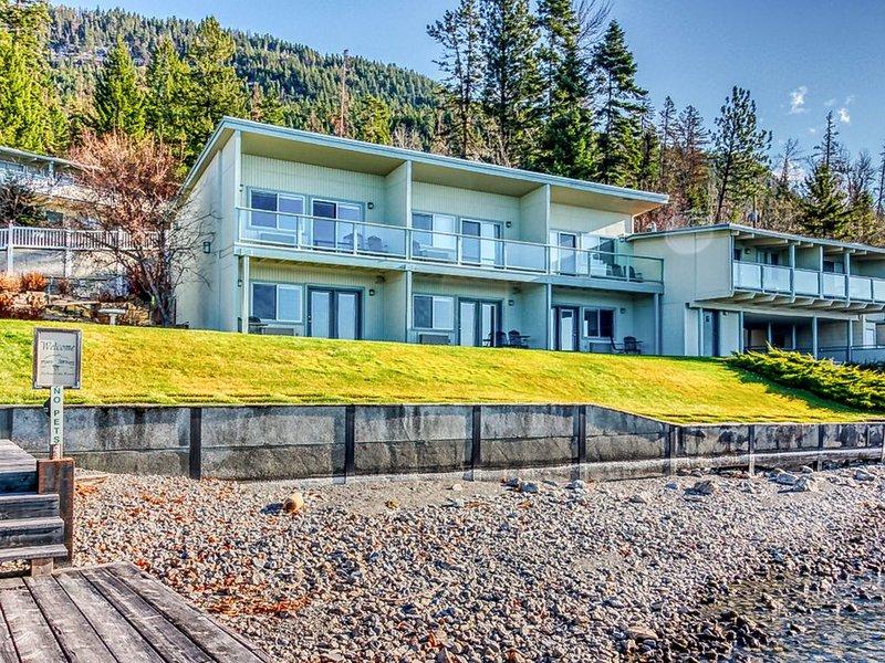 Convenient studio w/shared lawn, docks, & boat slip - beautiful mtn/lake views!, casa vacanza a Rollins