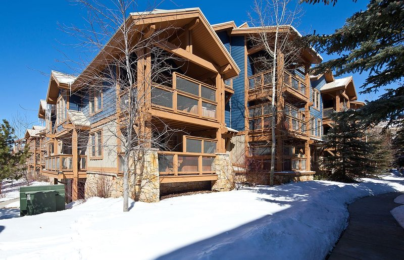 Upscale condo in historic downtown w/ quick ski access & a private hot tub!, vacation rental in Park City