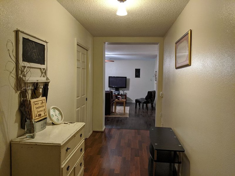 Central to Seaworld, Six Flags, Lackland, DwnTwn, River Walk ,Valero & USAA Corp, holiday rental in Macdona