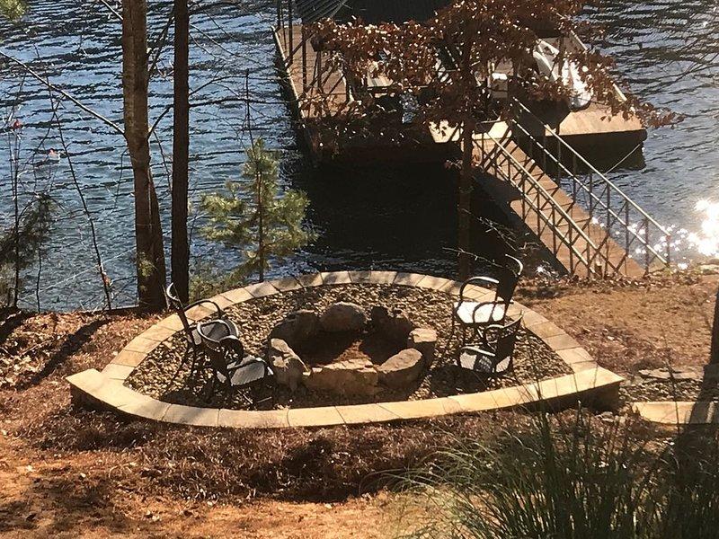 Serene Lakefront Retreat on Lake Keowee near Clemson, SC, holiday rental in West Union