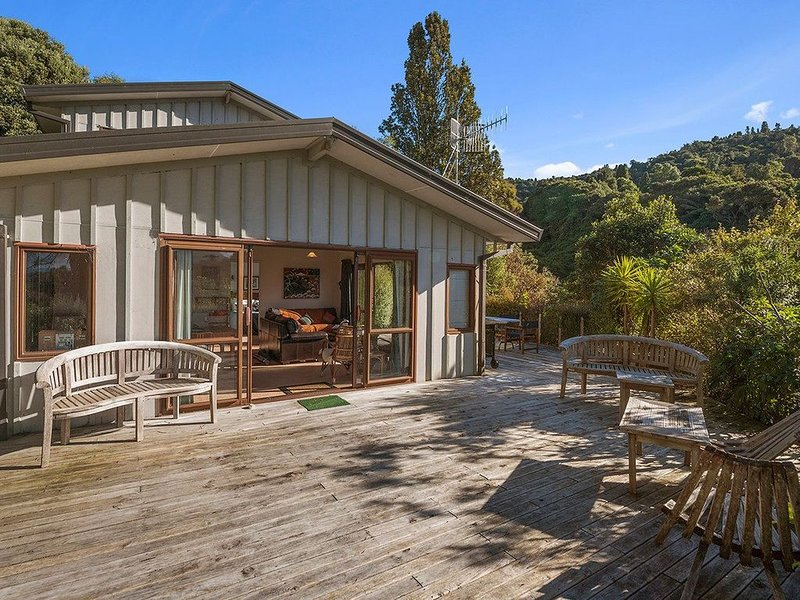 Ruatotara - Pukawa Holiday Home, holiday rental in Turangi