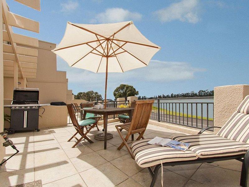 Waterfront Bliss - Tairua Holiday Home, vacation rental in Tairua
