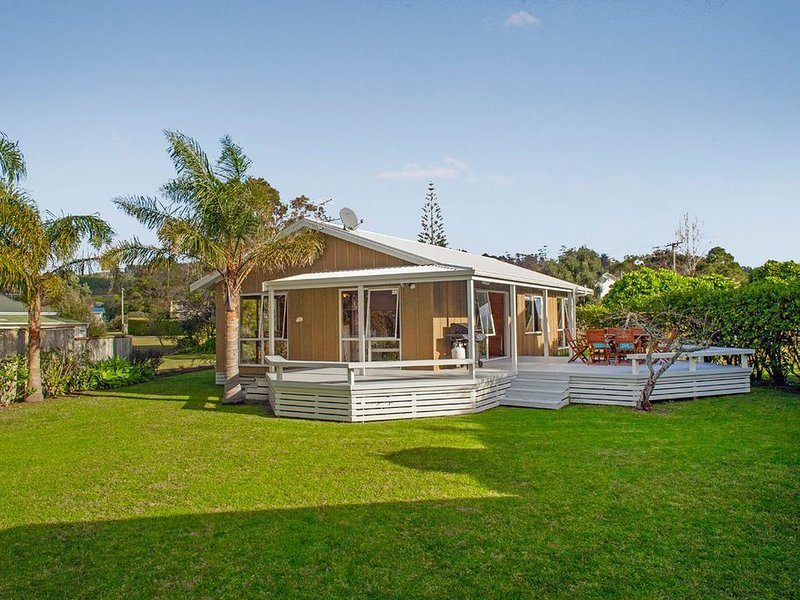 Beachfront Bliss - Cooks Beach Holiday Home, holiday rental in Ferry Landing