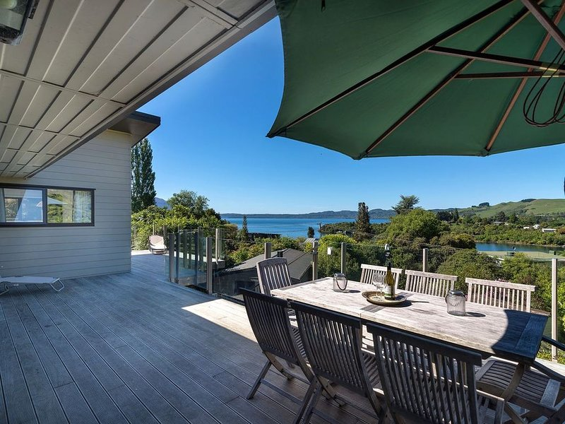 Tranquil Tarawera - Lake Tarawera Holiday Home
