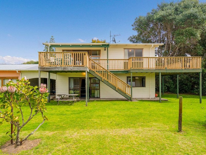 Oyster Bach - Cooks Beach Bach, holiday rental in Hot Water Beach