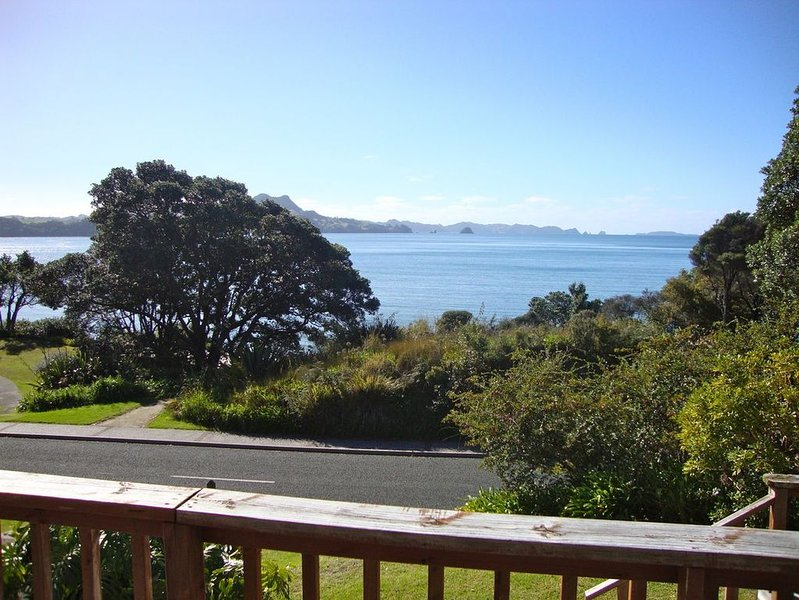 The Retreat - Front Beach Bach, holiday rental in Whitianga