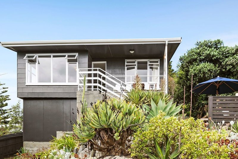 Seaside House - Waikanae Beach Bach