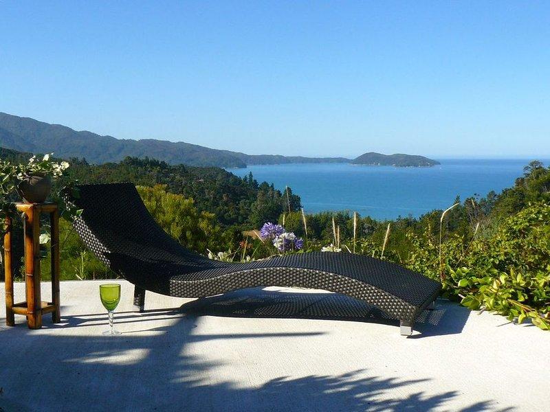 Hilltop Heaven - Kaiteriteri Holiday Home, holiday rental in Motueka