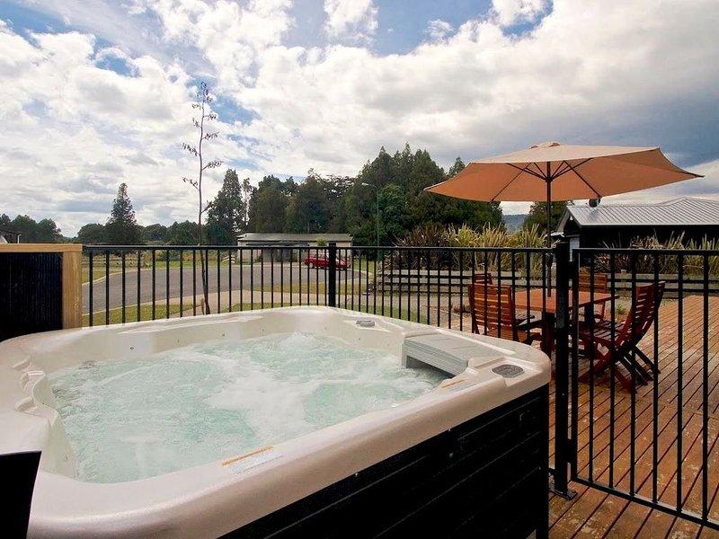 Modern Mountain Spa Escape - Ohakune Holiday Home, location de vacances à Manawatu-Wanganui Region