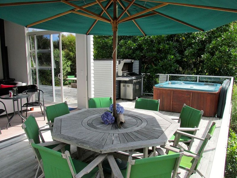 Connemara Spa Haven - Mangawhai Holiday Home, holiday rental in Kaiwaka