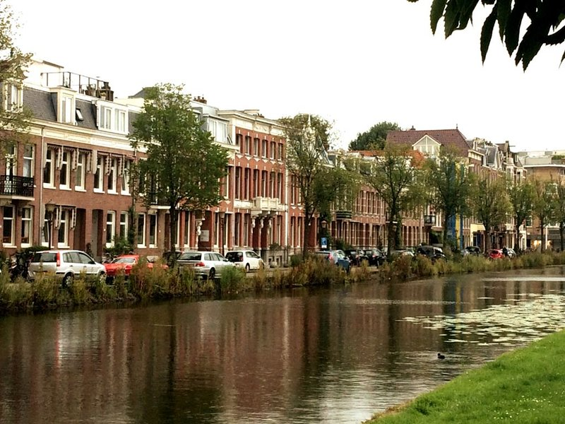 Lovely renovated spacious appartement in 19th century villa, with canal view, holiday rental in Amsterdam