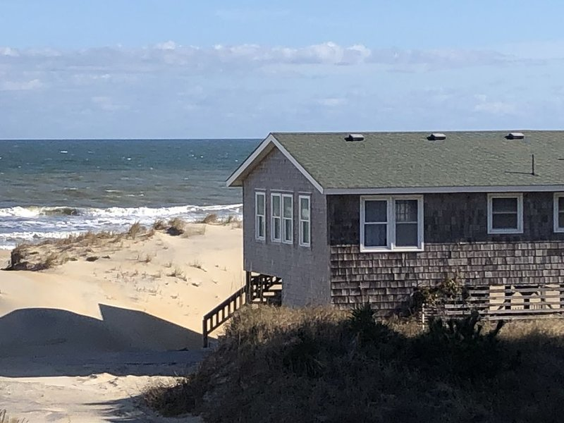 Charming Oceanfront Beach Cottage, alquiler de vacaciones en Nags Head