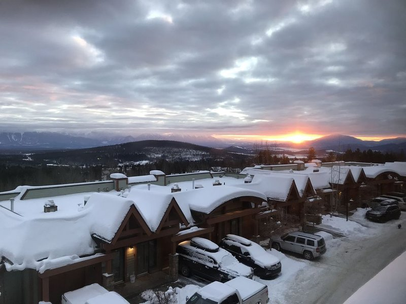 Simply the Best Ski-in/Ski-Out Vacation Rental at Kimberley Alpine Resort!, holiday rental in Kimberley