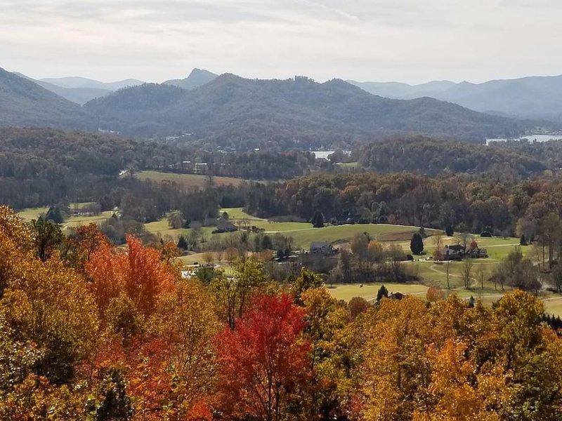 Breathtaking Lake Chatuge, Mountain & Golf Course views- 5 star stay., aluguéis de temporada em Hayesville