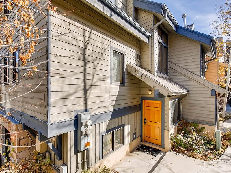 Downtown townhome w/private hot tub close to Park City Mountain & Deer Valley, vacation rental in Park City