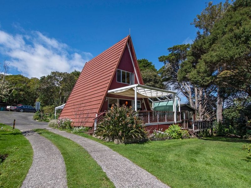 The Point House Wairoro Park - Russell Holiday Home, holiday rental in Rawhiti
